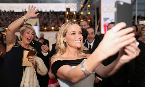 Oscars, red carpet and selfies oh my! When you look as good as Reese Witherspoon did at the 87th Annual Academy Awards, you have to snap a picture.