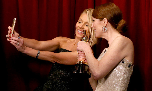This is one Oscar-winning selfie. Kelly Ripa and Julianne Moore posed with the actress' Academy Award at the 2015 show.