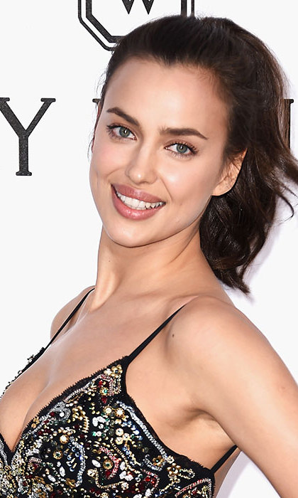 Irina Shayk took the ponytail from day to night with this soft, slightly tousled style.
