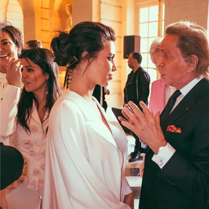 Kim took a moment to chat with designer Valentino Garavani himself. 