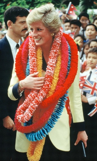 Princess Diana was presented with garlands during her visit to Hong Kong. 