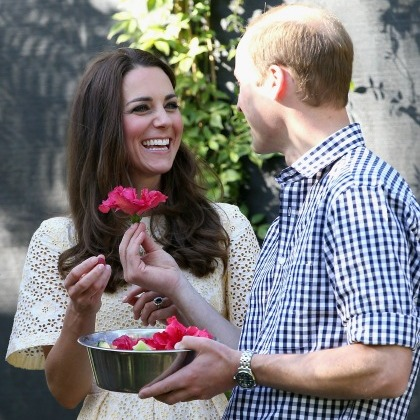 William playfully handed Kate a flower during their visit to the Taronga Zoo in New Zealand. 
