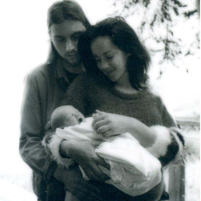 "Jena Malone and boyfriend Ethan DeLorenzo had ""the best weekend of their lives"" with the arrival of their son Ode Mountain DeLorenzo Malone.