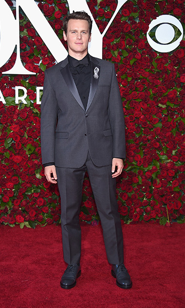 <i>Hamilton</i> nominee Jonathan Groff was fifty shades of grey on the New York City carpet.