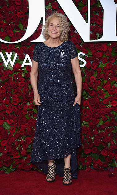 Singer Carole King sparkled wearing a midnight blue gown to the 2016 Tony Awards.