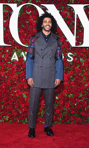 <i>Hamilton</i> nominee Daveed Diggs beamed on the carpet wearing a checkered grey suit featuring printed sleeves.