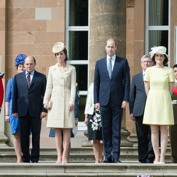 Kate Middleton rewears Zara Phillips\' wedding outfit for a garden ...