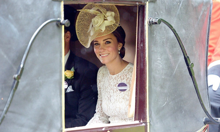 A modern day Cinderella! Kate was the picture of elegance arriving to the Ascot Racecourse.