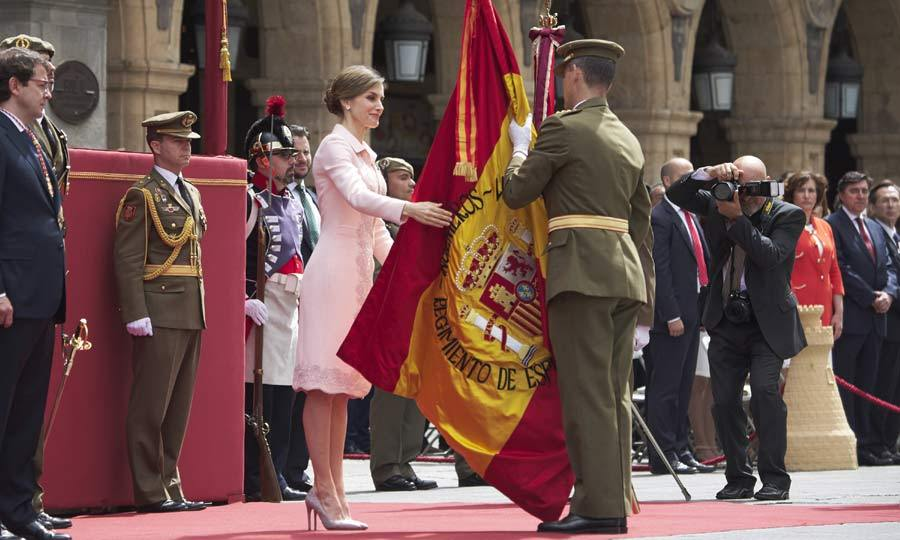 Looking lovely in a pink collared dress, Queen Letizia of Spain delivered a new National Flag of Speciality of Engineers Regiment, to its squadron in Salamanca, Spain.