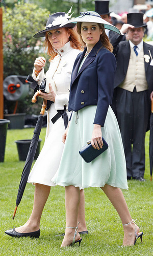 Sarah Ferguson and Princess Beatrice made a stylish mother-daughter pair, while strolling the racecourse.
