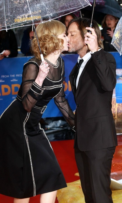 Nicole and Keith stole a kiss in the rain, while attending the <i>Paddington</i> world premiere in London.