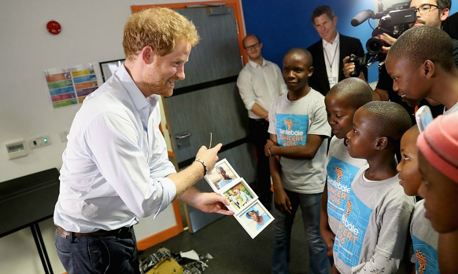 "Harry showed the children the photos he was gifted. He told the choir composed of six boys and six girls, ""Thank you for coming all this way. Don't be nervous, enjoy it, big smiles.""