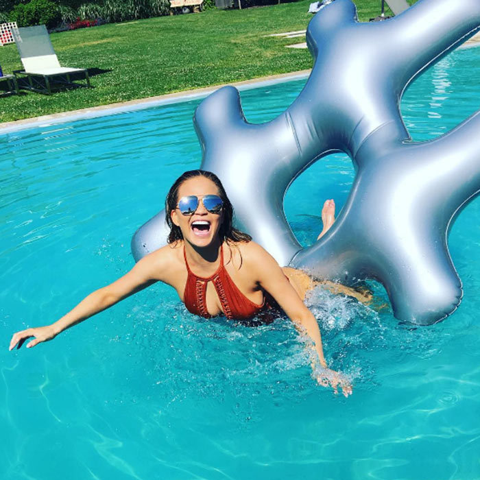 "<a href=""https://us.hellomagazine.com/tags/1/chrissy-teigen/"" style=""background-color: initial;""><strong>Chrissy Teigen</strong></a>