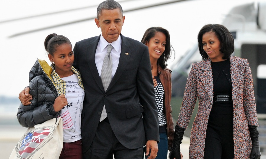 The Obama family boarded Air Force One after a family trip to Chicago. 