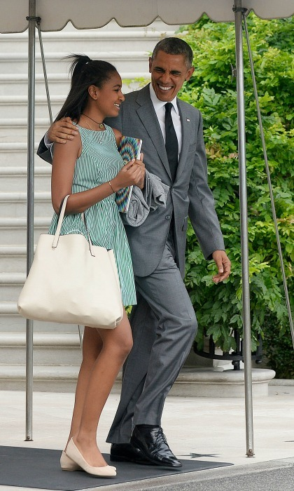 President Obama and Sasha shared a father-daughter moment as they left the White House. 