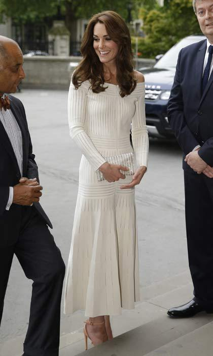 The Duchess of Cambridge wowed in a Barbara Casasola off-the-shoulder midi dress at the Art Fund Museum Of The Year awards.