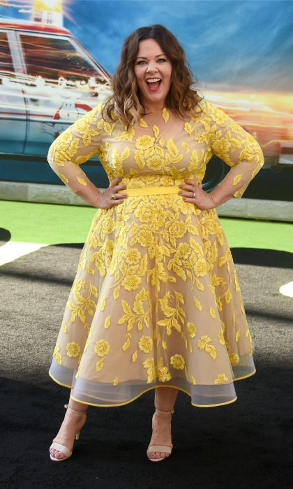 "<a href=""https://us.hellomagazine.com/tags/1/melissa-mccarthy/""><strong>Melissa McCarthy</strong></a> was on trend in a yellow lace dress with floral print by Judy B. Swartz during the premiere of <i>Ghostbusters</i>. 