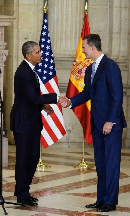 "<a href=""https://us.hellomagazine.com/tags/1/king-felipe"" target=""_blank""><strong>King Felipe</strong></a> greeted <a href=""https://us.hellomagazine.com/tags/1/barack-obama"" target=""_blank""><strong>President Barack Obama</strong></a> at the royal palace in Madrid. The US politician arrived to the Spanish city after attending a NATO summit in Warsaw. His visit follows <a href=""https://us.hellomagazine.com/tags/1/Michelle-Obama/""><strong>Michelle Obama</strong></a>'s visit with <a href=""https://us.hellomagazine.com/tags/1/queen-letizia/""><strong>Queen Letizia</strong></a>.