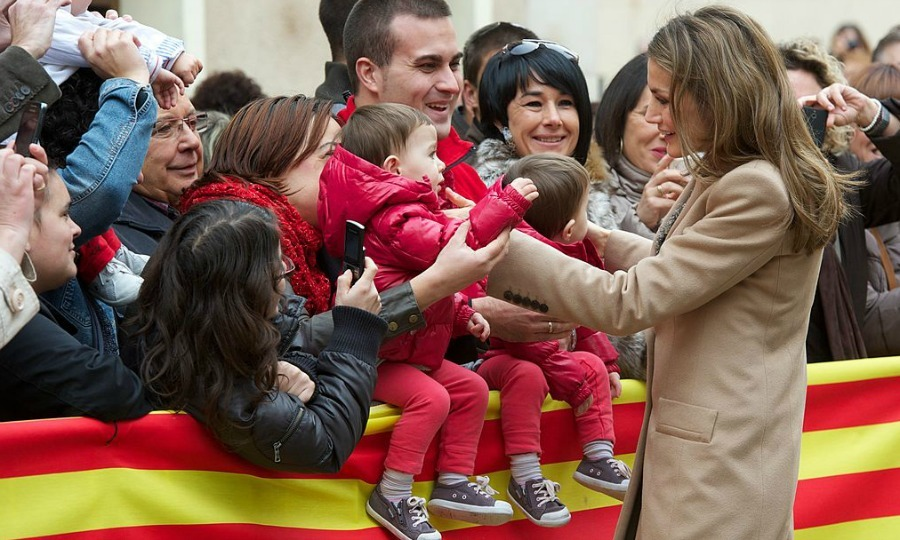 No worries, because other children in Alcaniz greeted Letizia with open arms.