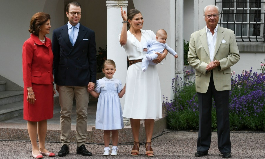 Victoria was joined by her parents King Carl XVI Gustaf and Queen Silvia. During the ceremony, Victoria was given a 21-shot salute from the Skeppsholmen to signal the nationwide start of her birthday. 