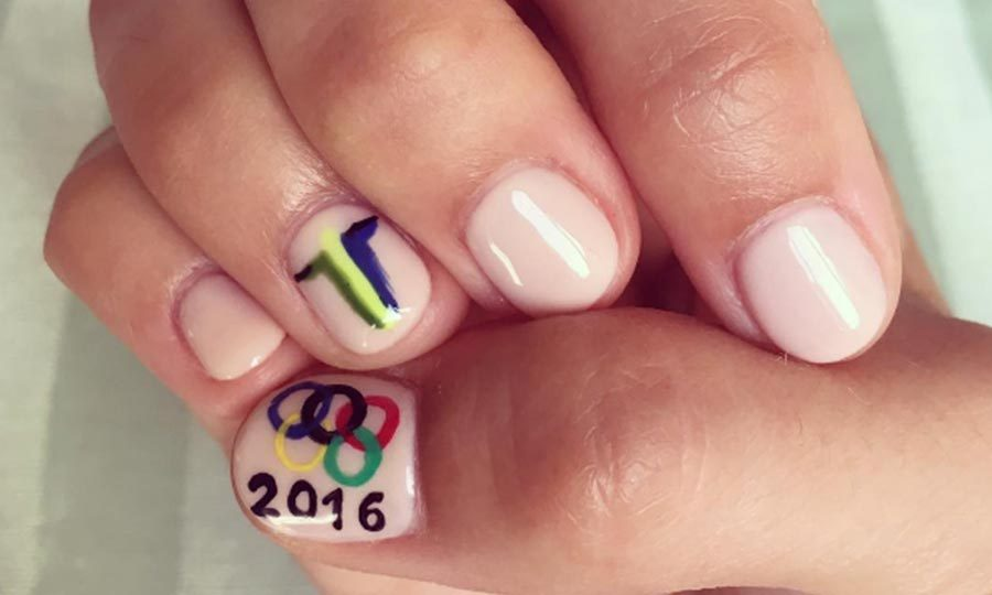 <b>Camilla Belle's patriotic manicure</b>