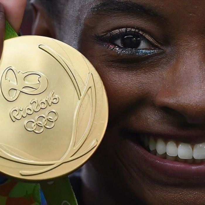 <b>Simone Biles' red white and perfect eye makeup</b>