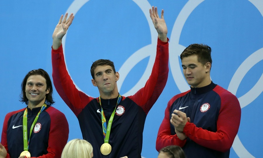 <b>Michael Phelps officially retires</b>