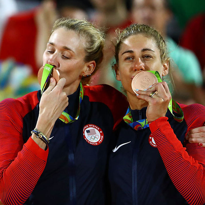 <b>Kerri Walsh Jennings becomes the oldest female medal winner in beach volleyball</b>