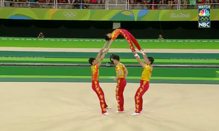 <b>Chinese team create human jump rope</b>