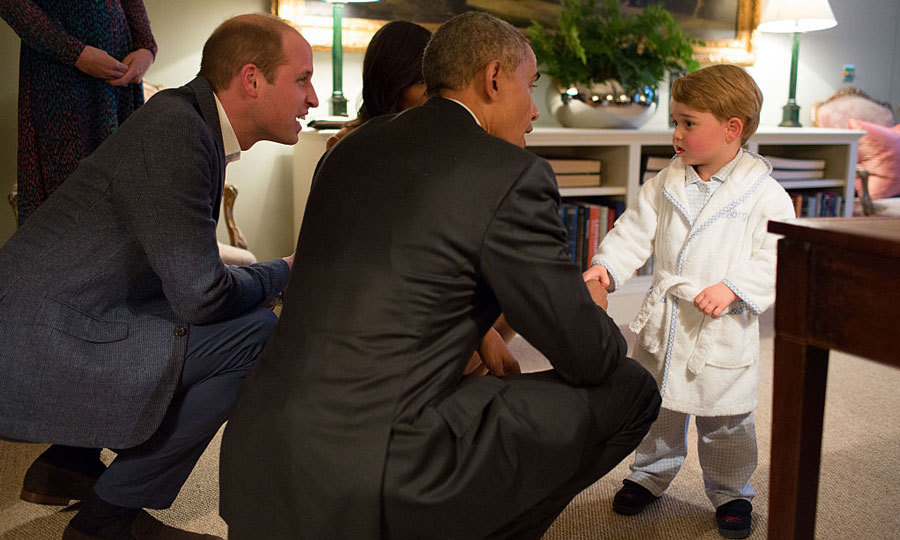 "<a href=""https://us.hellomagazine.com/tags/1/prince-george/""><strong>Prince George</strong></a> showed off his (adorable) foreign policy skills all while wearing a white robe by My 1st Years embroidered with his name, for his meet and greet with President Barack Obama.