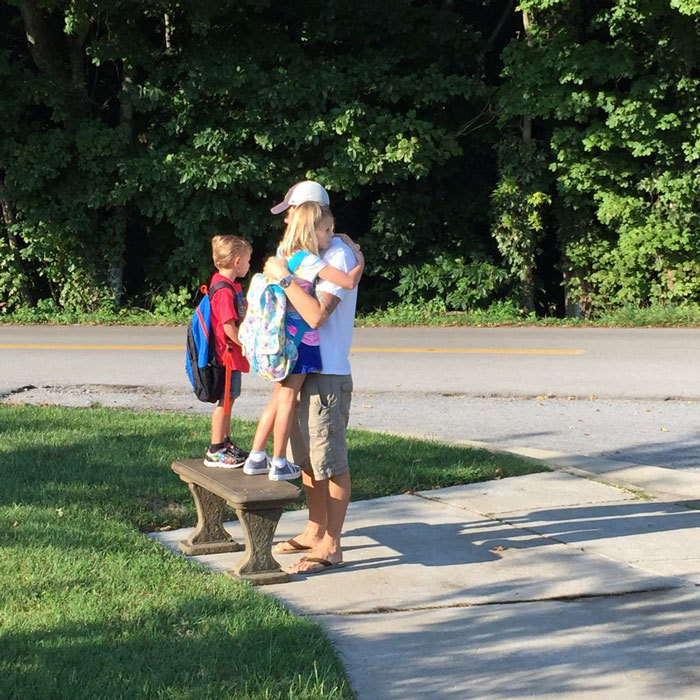 "<a href=""https://us.hellomagazine.com/tags/1/niki-taylor/""><strong>Niki Taylor</strong></a> captured a tender moment between her husband and young children before heading off to school. Attached to the photo, ""Heartfelt moment this morning. @burneylamar sending Ciel & Rex off! ❤️ #FirstDayOfSchool.""