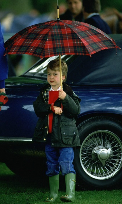"<a href=""https://us.hellomagazine.com/tags/1/prince-william/""><strong>Prince William</strong></a> protected himself from the downpour with a tartan umbrella while he watched his dad Prince Charles play polo at Cirencester Park Polo Club in 1987.