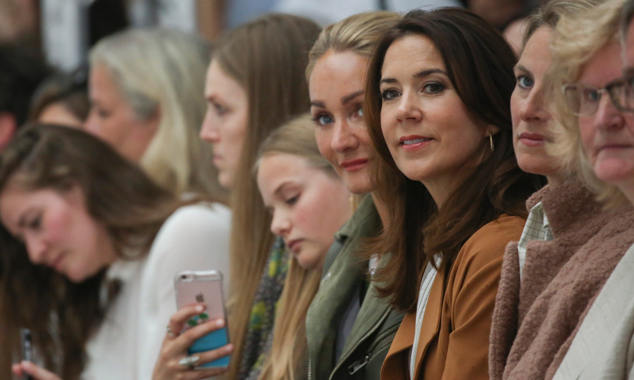 "<a href=""https://us.hellomagazine.com/tags/1/crown-princess-mary/""><strong>Crown Princess Mary of Denmark</strong></a> took her seat in the front row to watch the 2016 Fonnesbech show during Copenhagen Fashion Week Spring/Summer 2017.