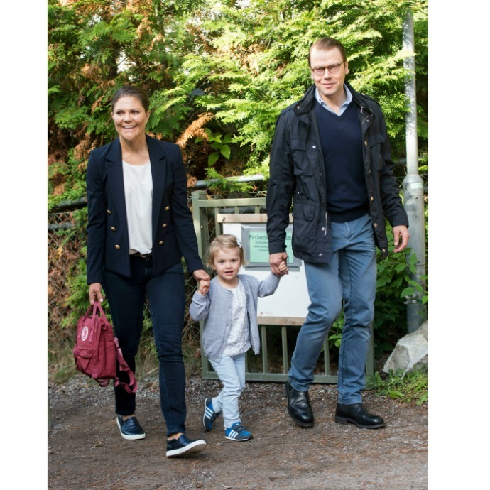 Victoria and Daniel were proud parents as they accompanied Princess Estelle to her first day of preschool in Aug 2014. 