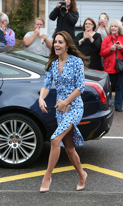 The Duchess of Cambridge made a very chic entrance as she stepped out of her car – and she was clearly thrilled to be there since her most notable accessory was her huge smile. 