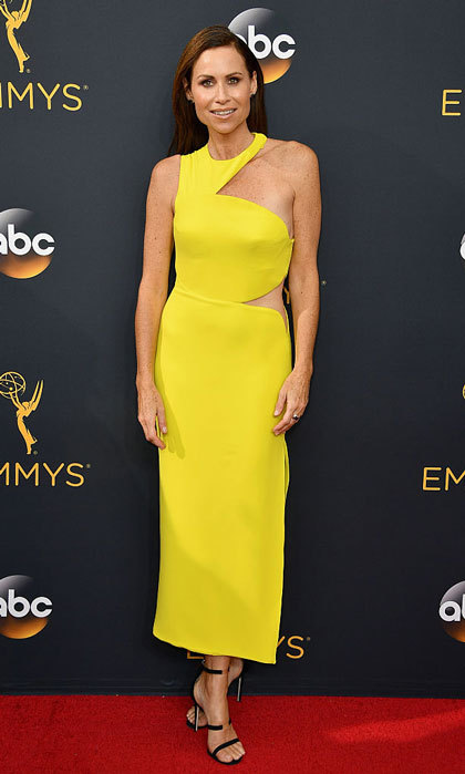 "<a href=""https://us.hellomagazine.com/tags/1/minnie-driver/""><strong>Minnie Driver</strong></a> looked fierce wearing an asymmetrical dress by Versace to the 2016 Emmy Awards.