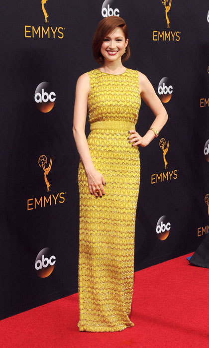 "New mom <a href=""https://us.hellomagazine.com/tags/1/Ellie-Kemper/""><strong>Ellie Kemper</strong></a> showed off her trim figure in an embellished gown by one of Kate Middleton's favorite labels, Jenny Packham. 