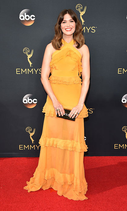 "<i>This Is Us</i> actress <a href=""https://us.hellomagazine.com/tags/1/mandy-moore/""><strong>Mandy Moore</strong></a> stepped out to the 2016 Emmys donning a tiered ruffle marigold gown by Prabal Gurung.
