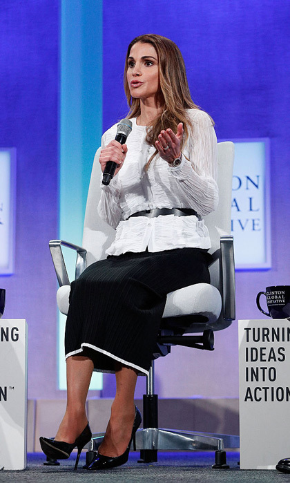 "<a href=""https://us.hellomagazine.com/tags/1/queen-rania/""><strong>Queen Rania</strong></a> of Jordan donned a belted white blouse and black skirt to speak at the 2016 Clinton Global Initiative Annual Meeting held at the Sheraton New York Times Square.