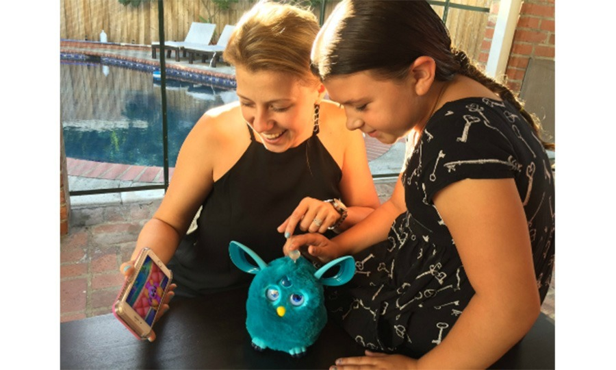September 20: Jodie Sweetin shared an adorable photo with her daughter Zoie while playing the new #FurbyConnect from Hasbro, a digitally-integrated toy with Bluetooth technology. 