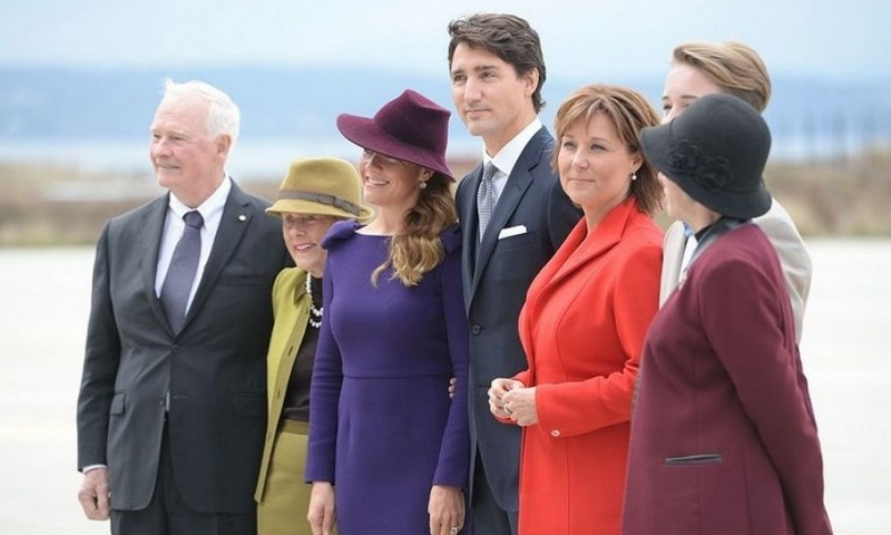 Waiting for the Cambridges on the tarmac were Governor General of Canada David Johnston, Sharon Johnston, Sophie Gregoire Trudeau, Prime Minister of Canada Justin Trudeau, British Columbia Premier Christy Clark and Lt.Govenor of British Columbia Judith Guichon.