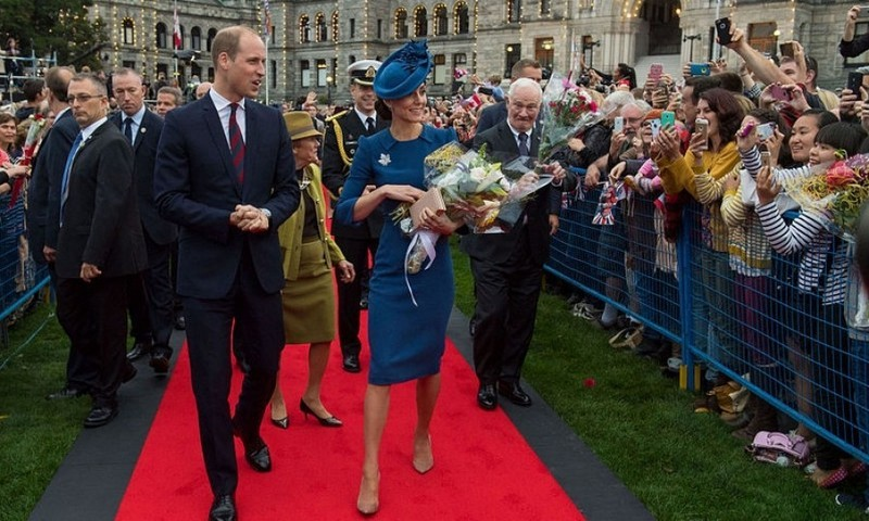 The couple attended an official welcome ceremony at the Legislative Assembly of British Columbia where they were greeted by large crowds amounting to an estimated 22,000 people.