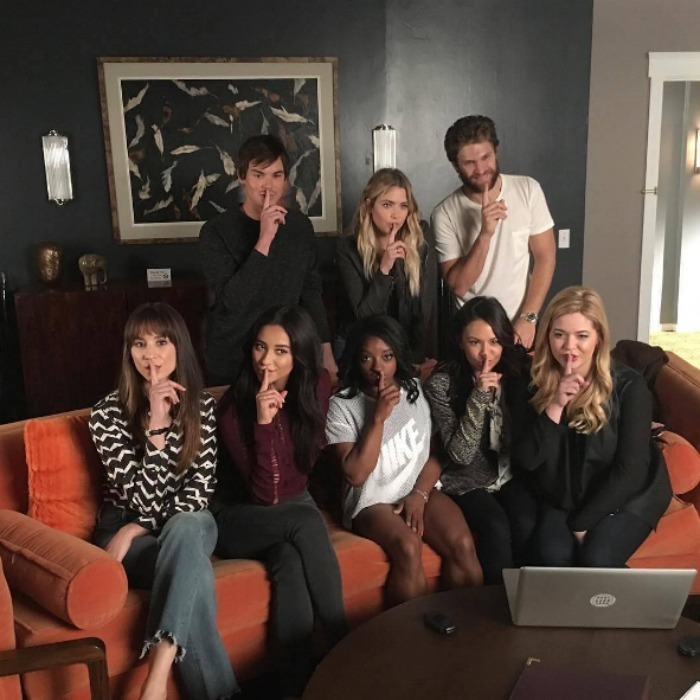"September 23: <a href=""https://us.hellomagazine.com/tags/1/simone-biles/""><strong>Simone Biles</strong></a> got the gold medal treatment during her tour of the <i>Pretty Little Liars</i> set. The gymnast did the classic ""shhh"" pose with cast members Ashley Benson, Shay Mitchell, Troian Bellisario, Janel Parrish, Sasha Pieterse, Tyler Blackburn and Keegan Allen.