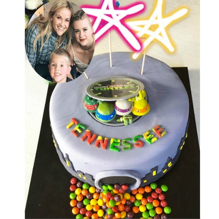 Celebrity Kids And Their Birthday Cakes Photo Gallery Of