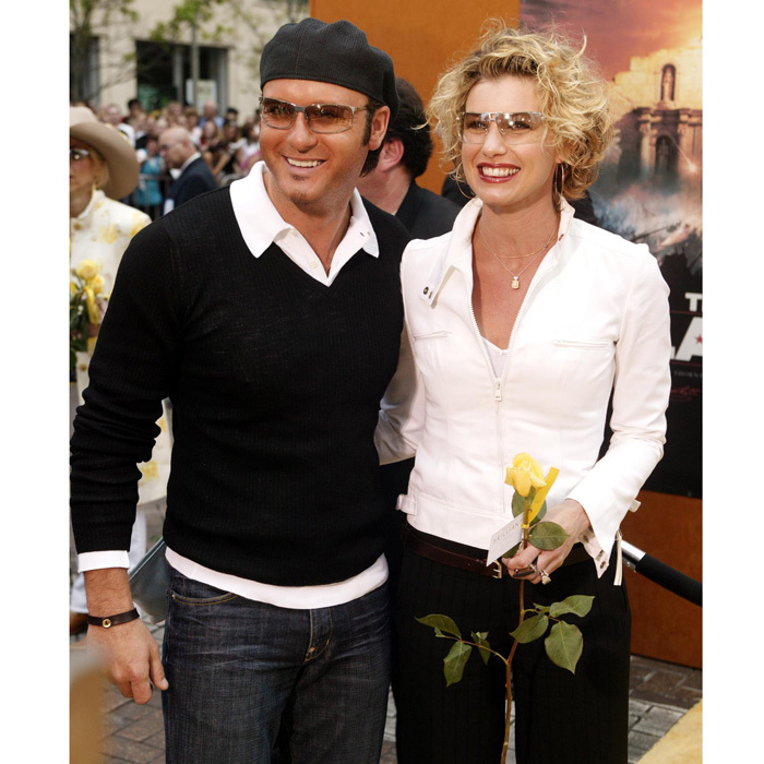 The adorable couple were twinning in similar shades at the 2004 world premiere of <i>The Alamo</i> in San Antonio, Texas.