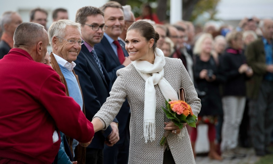 "<a href=""https://us.hellomagazine.com/tags/1/princess-victoria/""><strong>Princess Victoria</strong></a> took plenty of time for her meet and greet at the 20th anniversary celebrations of the Oland Harvest Festival. 