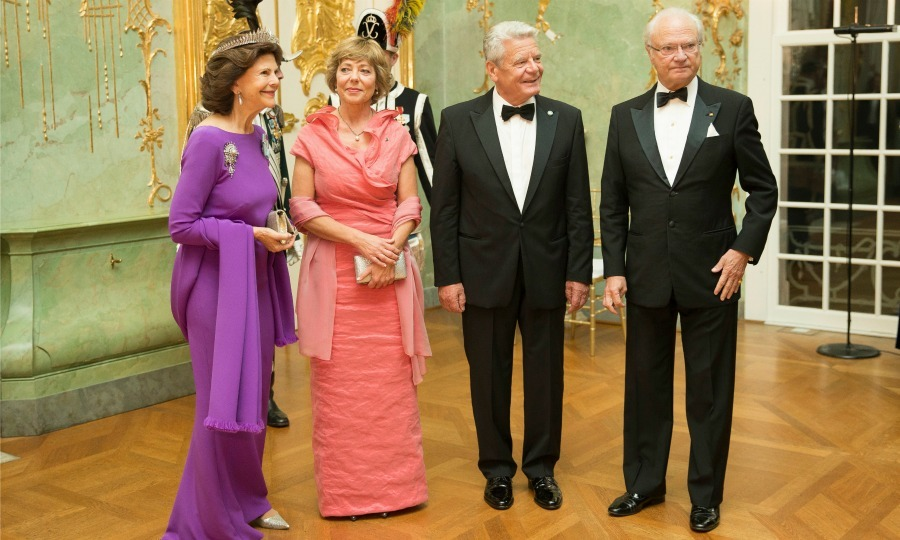 "<a href=""https://us.hellomagazine.com/tags/1/king-carl-gustaf/""><strong>King Carl XVI Gustaf</strong></a> and<a href=""https://us.hellomagazine.com/tags/1/queen-silvia/""><strong> Queen Silvia of Sweden</strong></a> enjoyed a black tie dinner with German president Joachim Gauck and Daniela Schadt during the royals' stay in Berlin. 