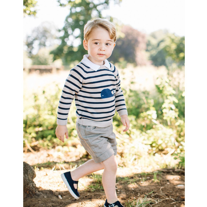 The future King celebrate his third birthday in a stylish way, wearing a striped whale print jumper and taupe shorts from the Spanish boutique label Pepa & Company, paired with his navy Hampton Nantucket canvas shoes from UK-based Trotters.