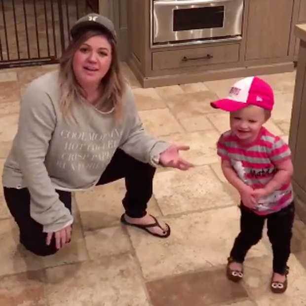 Kelly Clarkson Daughter 2016