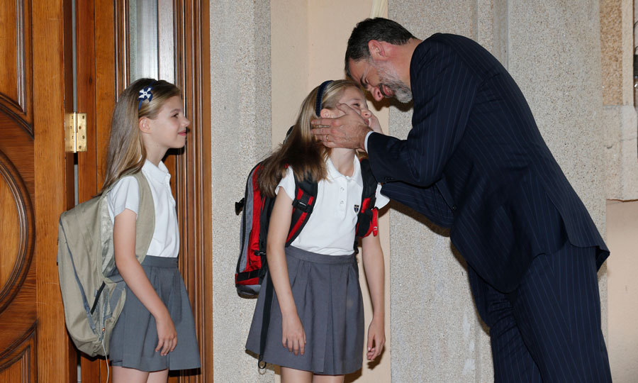 The Spanish Princesses shared a tender moment in 2015 with their father King Felipe at their Royal House. 